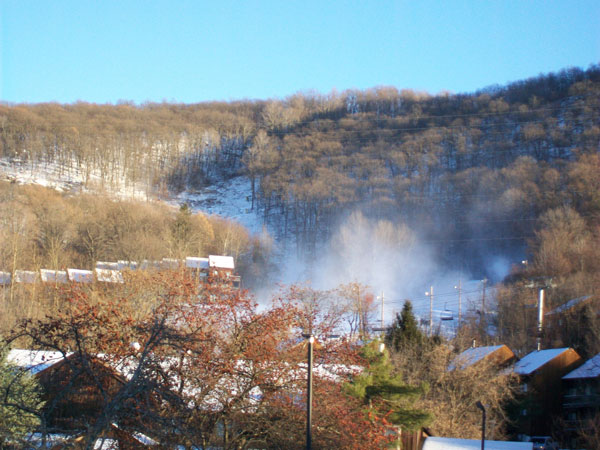 Snowmaking at Mountain Creek